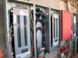 ליקויי חשמל בבניין המשותף